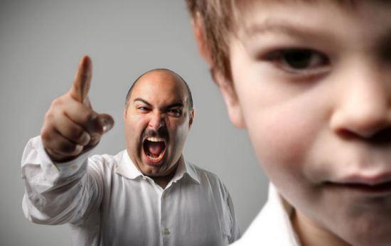 Hal Tidak Boleh Orang Tua Lakukan di Depan Anak