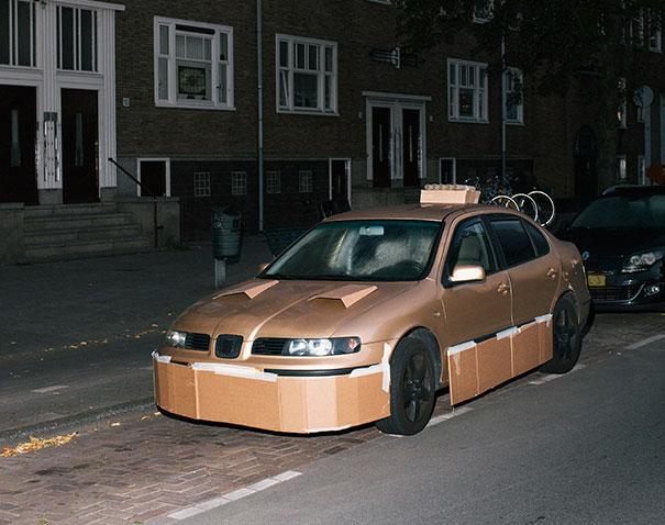 kreasi mobil sport dengan kardus bekas 04