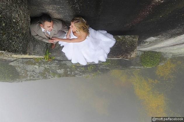 foto-prewedding-di-sisi-tebing-batu